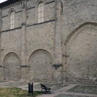 Le mur sud de la nef et la travée du transept vus du sud-est (2019)