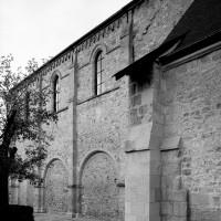 Le mur sud de la nef vu du sud-est