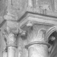 Chapiteaux à la retombée sud de l'arc triomphal (2000)