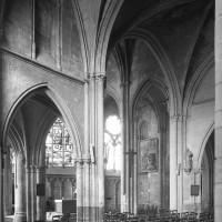 Vue partielle de l'intérieur vers le nord depuis le bas-côté sud de la nef primitive (1994)