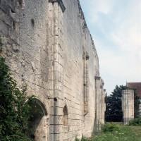 Vestiges du mur du bas-côté nord vus vers l'est (1994)