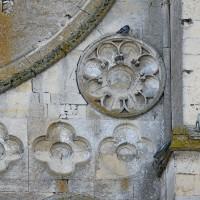 Eléments décoratifs associés à la rose de la façade (2016)