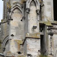 L'angle sud-est de la tour sud au niveau du second étage, correspondant au triforium de la nef disparue (2016)