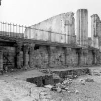 Le mur ouest de la crypte et les vestiges du bas-côté nord (1994)