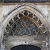 Les voussures et le tympan vitré du portail (2016)