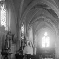 Le bas-côté et la chapelle nord vus vers le nord-est (1997)