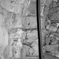 Vue partielle de l'arcade du 12ème siècle à la base du clocher (1996)