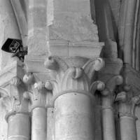 Les chapiteaux de la retombée sud de l'arc triomphal (1997)