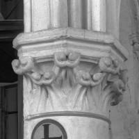 Chapiteau recevant les deux arcades nord de l'ancien choeur du 13ème siècle (1995)