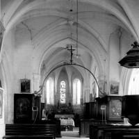 L'intérieur de l'église vu vers l'est (1994)