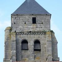 L'étage du beffroi et la partie défensive du clocher vus de l'ouest (2016)
