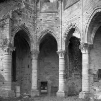 La partie inférieure du bras nord du transept avec les chapelles rayonnantes (1995)