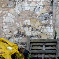 Ancienne porte dans le mur gouttereau nord de la nef (2016)