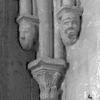 Chapiteau et cul-de-lampe à l'angle sud-est du choeur (1995)