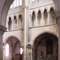 Seconde campagne : l'élévation sud du mur gouttereau des deux premières travées de la nef vue vers le sud-est (2000)