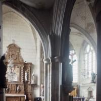 Vue partielle du bas-côté nord, du transept et du choeur vers le sud-est (1997)