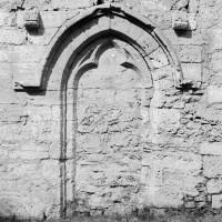 Porte gothique au mur sud de la nef (1974)