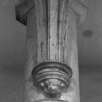Cul-de-lampe à la retombée des voûtes prévues pour la nef (1996)