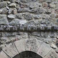 Billettes à la base du pignon de la façade ouest (2018)