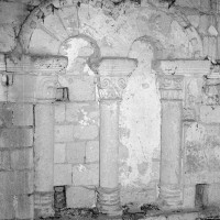 Baie du premier étage du clocher dissimulée dans les combles (1969)