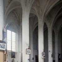 Vue partielle de la nef et du bas-côté sud vers le sud-ouest (1996)