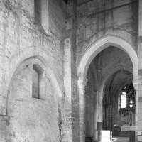 Vue partielle de la nef et de la travée du clocher vers le nord-est (1979)