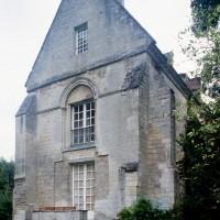 La façade ouest de l'église vue du sud-ouest
