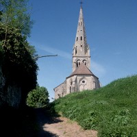 L'église dans son environnement vue de l'est (1994)