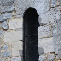 Fenêtre romane au mur nord de la nef (2018)