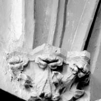 Chapiteau du début du 14ème siècle dans la chapelle sud (1994)