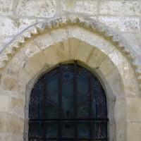 Décor de pointes de diamant à la fenêtre de la chapelle nord (2017)