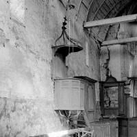 Vue partielle de l'intérieur de la nef vers le nord-est (1970)