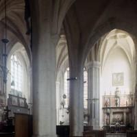 Vue partielle des parties orientales de l'église vers le nord-est depuis le bas-côté sud (1997)