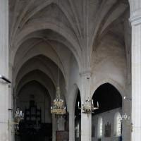 Le transept et la nef vus vers l'ouest (2016)