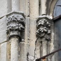 Chapiteaux de la fenêtre de la chapelle du 14ème siècle (2015)