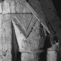 Chapiteau de la colonnette à l'angle d'un coté de l'étage du beffroi (1969)