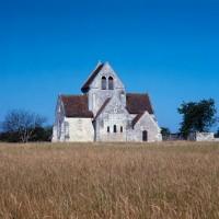 L'église dans son environnement vue de l'est