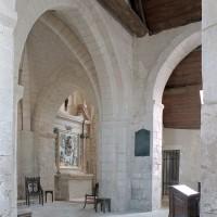 L'extrémité est de la nef vue vers le sud-est et la chapelle sud (2004)