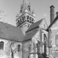 Le bras sud du transept et le clocher vus du sud-ouest (1980)