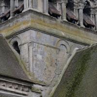 Vue partielle des baies du premier étage du clocher depuis le nord-est (2016)