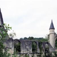 Les ruines de l'église vues du sud (2007)