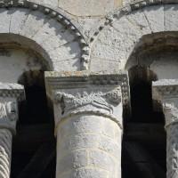 Chapiteaux du second étage de la face sud du clocher (2016)