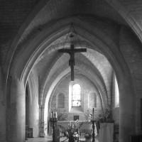 Le choeur vu vers l'est avec la travée du clocher au premier plan (1996)