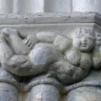 Détail d'un chapiteau d'un pilier de la nef (1995)