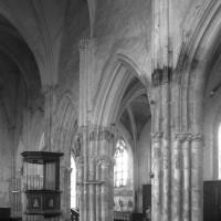 Vue partielle de l'élévation nord de la nef vers le nord-ouest (1995)