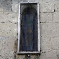 Fenêtre romane à linteau échancré au nord de la nef (2017)