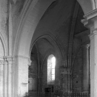 L'arcade nord de la première travée du choeur vue vers le nord-ouest (1995)