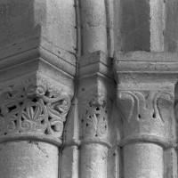 Chapiteaux de la première campagne à la pile nord-est de la base du clocher (1995)