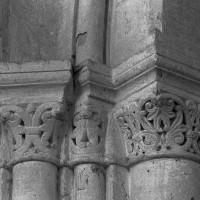 Chapiteaux de la première campagne à la pile sud-est de la base du clocher (1995)