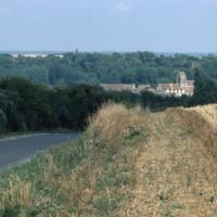 L'église dans son environnement vue du sud (1997)